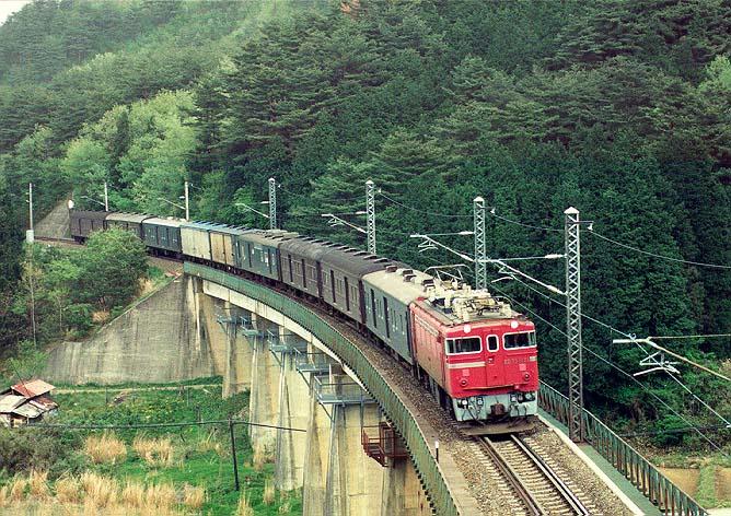 ED75+荷物列車 9両 | 668 x 472 jpeg 114kB